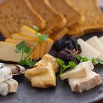 ケーウッド - チーズ 5種盛り合わせ 1260円