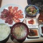 コリヤンテーブル - A-set¥1000(コリコリカルビ・ミソ豚)