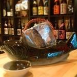 焼酎ぎゃらりぃ さわ - 珍しい岩魚が丸ごと一匹!岩魚の骨酒