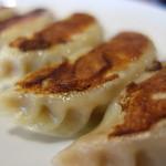 鴻運 - 料理写真:焼き餃子