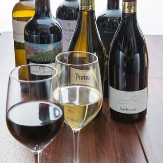 シェフ厳選の美味しいワインを豊富に取り揃えてます♪