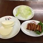 せい華 - 料理写真:☆新メニュー☆豚角煮 パン付(二人前)*鉄板チャーハンも新メニューにて登場!!ぜひ、ご賞味あれ♪