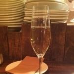 チャオビーノ - まずはスパークリングワインで。