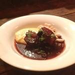 チャオビーノ - 豚バラのバルサミコ酢煮。酸味とほろほろ肉が印象的。