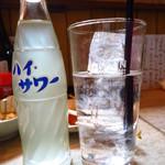 もつ焼き 幸太 - ハイサワー(レモン)350円 焼酎もガッツリ注がれてくる!