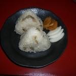 阿蘇の風 - 鶏肉とごぼうの煮込みご飯のおにぎり