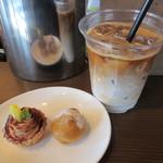 カフェ バジル - アイスカフェラテ、プチモンブランのタルト、ソイモカシュークリーム