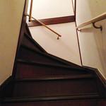 かんべえ - 2階への階段は少々急勾配です。