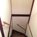 かんべえ - 階段には手すりと滑り止めを設置させて頂きました。2階からお帰りの際はゆっくりとお降りくださいね。