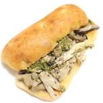 コンセントマーケット - 料理写真:3種のきのこと蒸し鶏のジェノベーゼサンド (315円) '14 1月中旬
