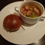 23966185 - 胡桃パンとスープ(2013/12)