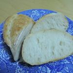 パン工房 たまいろは - ミニフランスパンカット