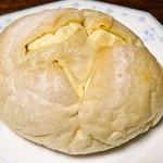 23968588 - クリームチーズ 柔らかいパンでした。