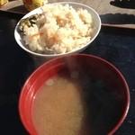 山安水産 - カキご飯にカキの味噌汁付き