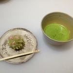 甘春堂 - 私の作った和菓子(きんとん)お抹茶と一緒に店内で頂きました。