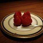 バー エルラギート - チャーム イチゴ    2013年12月