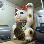 大勝軒 - '14/02/01 レジ前に鎮座する招き猫