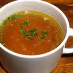 """ハルタ - ランチのスープ(コンソメスープ""""オニオン、ニンジン入り"""")/2014年1月来店"""