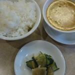 23974666 - ランチライス・スープ・お漬物