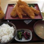 井里絵 - 地魚フライ定食1260円