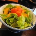 茶寿 - +150円でサラダつきます キャロットドレッシングかな、自然な甘みで好みでした。