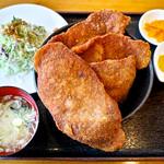 豚さん食堂 - 驚きの板カツ丼(1枚増し)