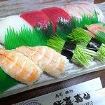 活喜寿し - 料理写真:まぐろ380円、イカ、鯛、エビ、めねぎは280円。