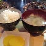 鈴 - お好み焼きにはご飯と味噌汁がつきます。