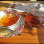 マンガッタンカフェ えき - 紅茶 420円