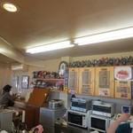 マンガッタンカフェ えき - 棚いっぱいのフィギュア