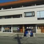 寿司の大将 - ビルの1階テナントです