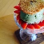 ひなた焼菓子店 - イチゴと抹茶のパフェ