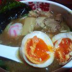 元福 - 味玉はやや半熟、コリコリなタケノコのメンマ
