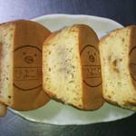 ひよこ屋 - 2014.1.2ver.② 左より もち三郎 \180、じゃがチーズ \150、カレー番長 \100