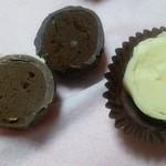 フレーズ - 中のチョコレートは、口に入れると、すぐ溶けちゃいます