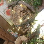 23991509 - 入り口のところには謎の小屋のオブジェが!