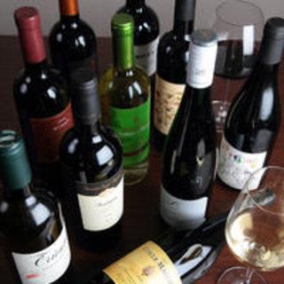 世界各国のワイン、ウイスキー、カクテルも充実(¥500~)