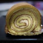 シトロン・シュクレ - 塩バターキャラメルのロールケーキ 320円