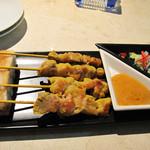 バンコクタイム - サテ・タイ風焼き鳥。                             マレーシアやインドネシアでもサテーと呼ばれるアジアン風味の焼鳥串です。