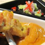 バンコクタイム - お料理は全般的にあまり辛くないので、タイ料理が苦手な方にもオススメです。                             ココナツミルクとスパイスが効いた甘いピーナツソースをディップして頂きます。