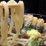 肉肉うどん - 麺は中太