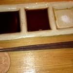 24004506 - 刺身用。左から、たまり醤油、醤油、岩塩。
