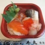 丼丸 - 海鮮丼 並盛 525円