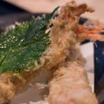 本格手打うどん 大河 - 1-1)大河盛うどん(880円)の天ぷら部