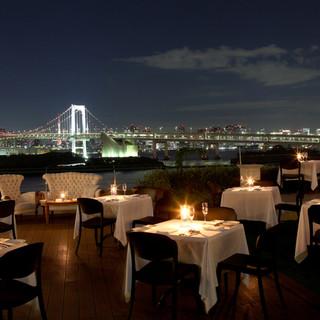 東京タワーやレインボーブリッジなど夜景一望プライベートテラス