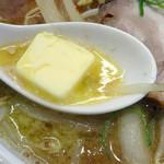 北のらー麺 らう家 - 「みそラーメン(大)」追加トッピングのバター