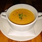 カフェレストラン ラヴィータ - にんじんと玉ねぎとしょうがとお米のスープ