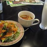 ナマステタージマハル - Aランチのサラダ・スープ・ラッシー