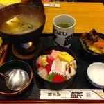 喜久鮨 - 【旬のお魚ランチ】牡蠣鍋、ちらし寿司、サラダ付き、¥900