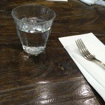 パパス カフェ - お水にフォーク